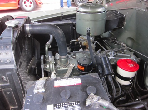 Engine compartment is immaculate